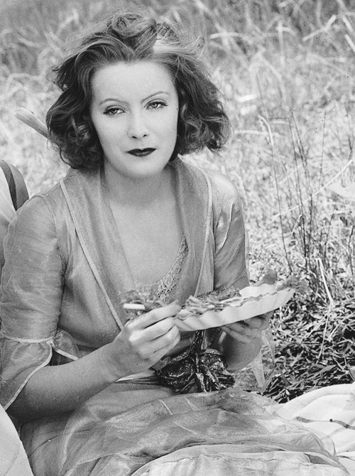 deforest:  Greta Garbo picnicking in July during the filming of Love (1927)   This is always what I look like when I picnic.I never picnic not looking like this.