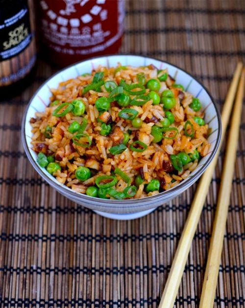 in-my-mouth:  Sriracha Fried Rice