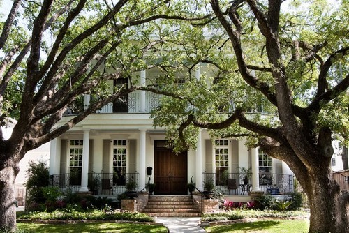 georgianadesign:  West University, classic New Orleans. Brickmoon Design.