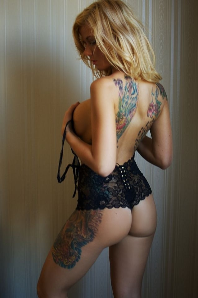 perfectlyorganisedchaos:  Click here for more attractive tattoo'd girls only at - Perfectly Organised Chaos And here for attractive tattoo'd girls in black and white format only at - Black And White Files