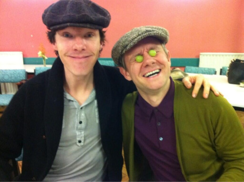 cumbersuds:  cumberbuddy:  Thanks @BBCOne for a read through photo! These two <3  benedict why is your mouth so long  史上最毁三观照片╭(╯^╰)╮!