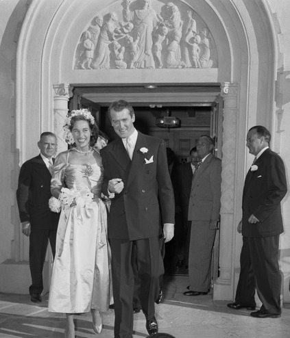 Jimmy Stewart marries Gloria McLean, 1949  (m. 9-Aug-1949, her death. 16-Feb-1994) Daughter: Kelly (twin, b. 7-May-1951) Daughter: Judy (twin, b. 7-May-1951)