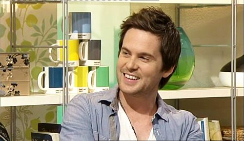 tomriley:  Time for a repost of possibly my favourite Tom Riley interview from September 2010 on ITV's This Morning - which I recorded and uploaded to You Tube. Now with over 7000 views! He gets caught being naughty on twitter before the interview. Then charms everyone, talks about Monroe, Bouquet of Barbed Wire and crumpling like a bag of kittens…  Love this!