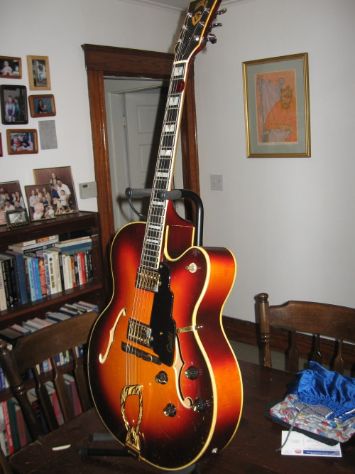 1970 Guild X-500 Archtop. An absolutely beautiful model for you today, this here 1970 Guild X-500 sunburst archtop sent in by Jon Claflin,.