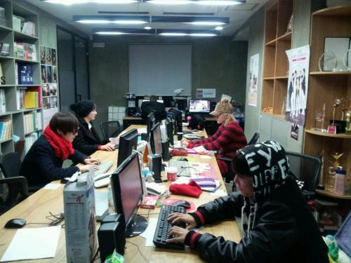 cinderzura:  121224 ChoiRen Twitter update Chatting now trans by nuestrans