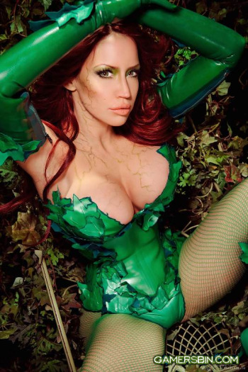comicbastards:  (via Fetish Model Bianca Beauchamp Is Back As Poison Ivy - Home - Comic Bastards)  …