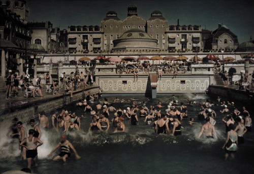 natgeofound:  People enjoying the Gellert Bath, an outdoor swimming pool on the banks of the Danube, January 1930.Photograph by Hans Hildenbrand, National Geographic