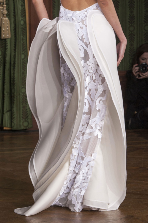 naturalise:  girlannachronism:  Oscar Carvallo spring 2013 couture details  SHIT