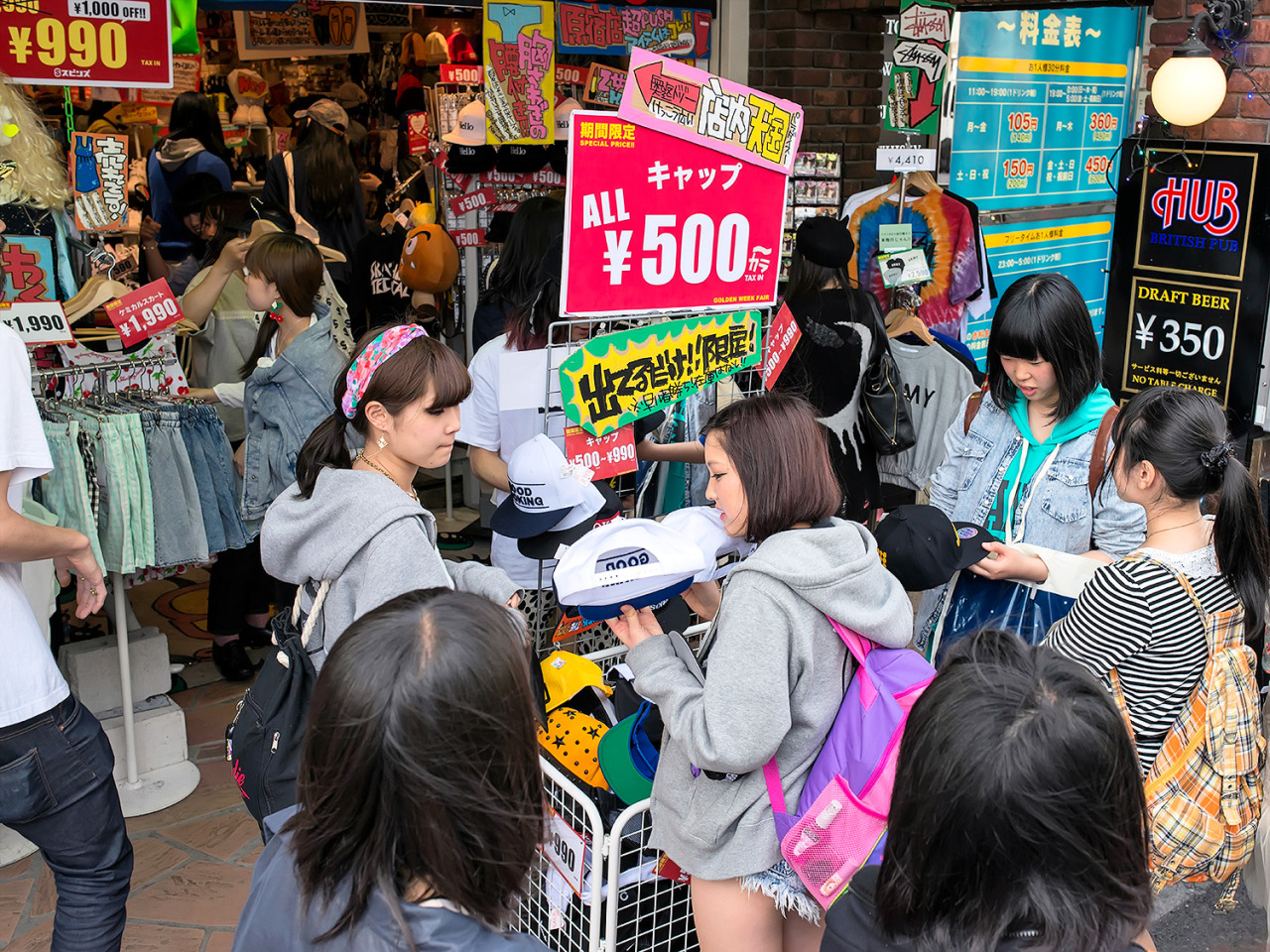 500 yen cap sale outside of Spinns Harajuku.