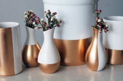 brit:  Weekend Project Alert! Brighten your table with these cute gold-dipped ceramic vases. Find out how.