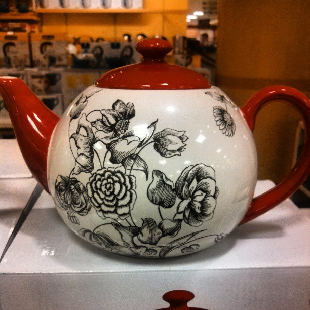 Adorable teapot! 40% off, gotta get it! #courtesancurator #lifestyle