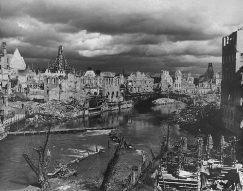 collectivehistory:  General view of destroyed Nuremberg, 1945 (Yevgeni Khaldei/Magnum Photos)
