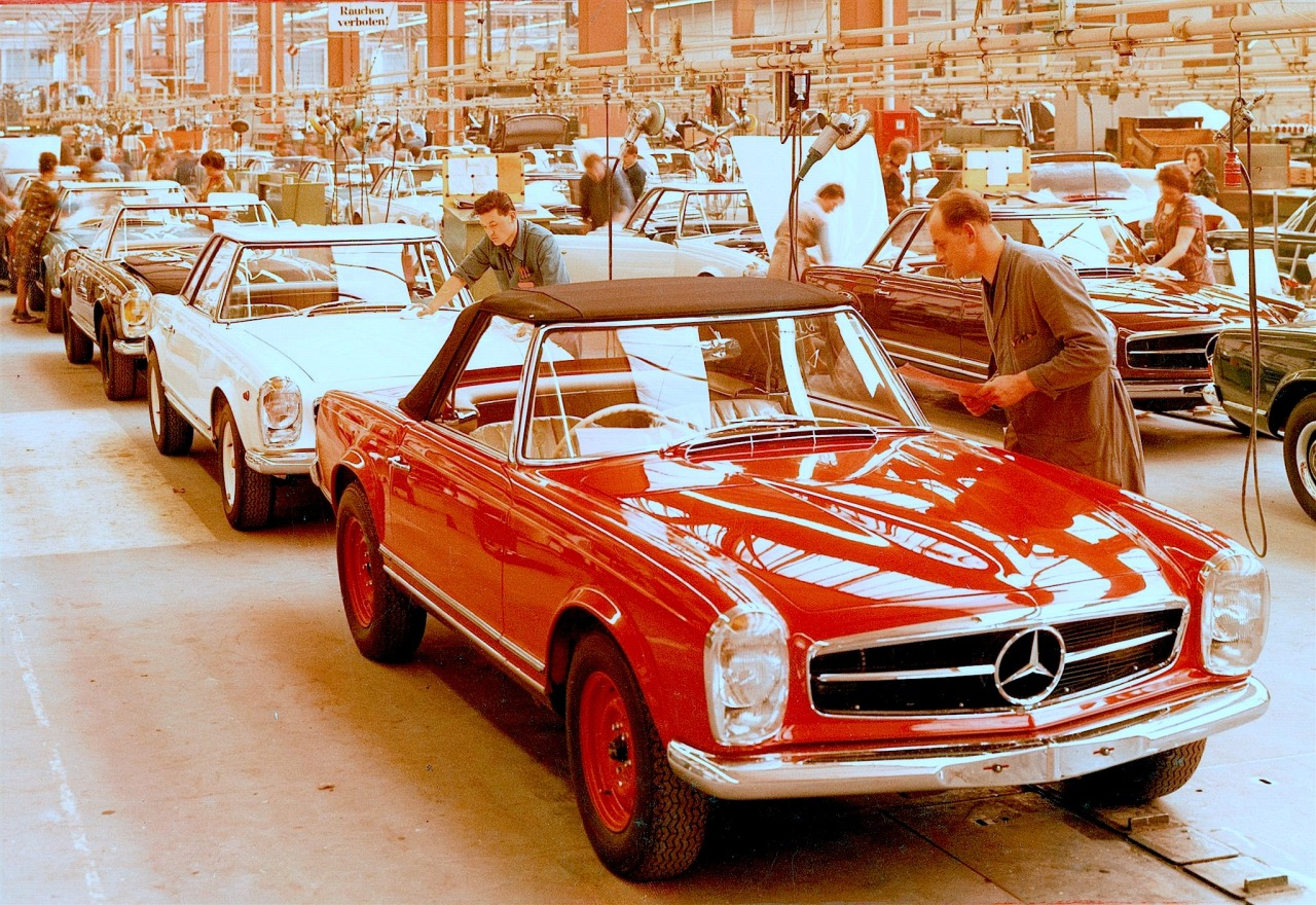 1963 Mercedes-Benz 230 SL Pagoda (W113) assembly line