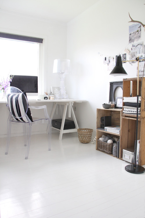 home office + crates (via STYLIZIMO BLOG)