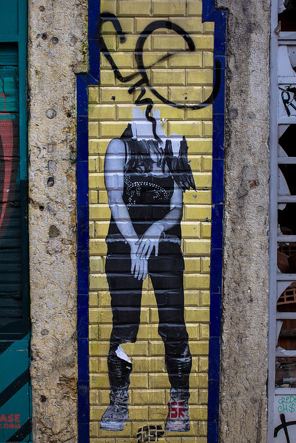 missatombomb:  Lisbon Street Art by zekeafroid on Flickr.