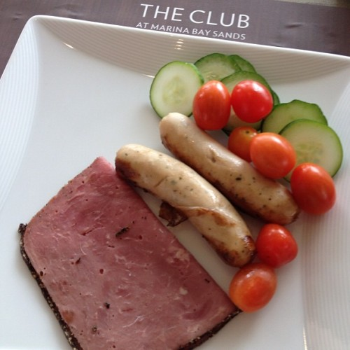 Good morning!!! Roast #beef, cherry tomato, cucumber and pork sausage!!! #tweegram #photooftheday #instamood #iphonesia #summer #tbt #igers #picoftheday #instadaily #instagramhub #beautiful #girl #iphoneonly #instagood #bestoftheday #jj #sky #picstitch #follow #webstagram #nofilter  (at Rooftop Infinity Edge Pool)