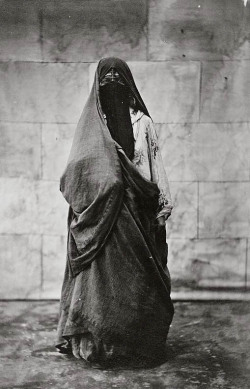 mediterraneum:  Native woman. Cairo, Egypt. 1860-1890