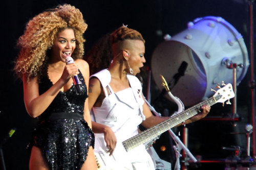 wow247:  Beyoncé and Kings of Leon have been announced as the headliners for this year's V Festival. Read more…