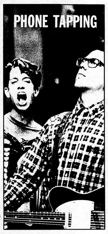 i've been going through the massive folder of late 80s/early 90s tmbg articles and clippings (that martha sent me a few years ago [I LOVE YOU MARTHA]) recently and am super enamored of (with?by?) this picture.