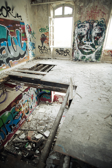 fuckyeahabandonedplaces:  Urbex part deux by Adam the ribless on Flickr.Via Flickr: Urban exploration in the Bordeaux area