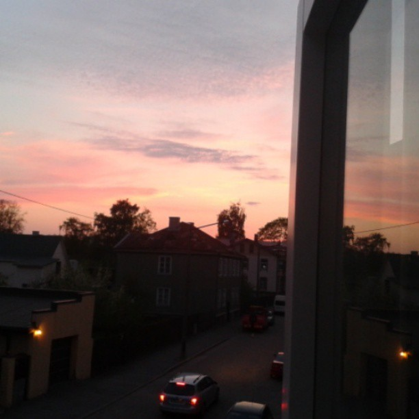 #cottoncandy #sky #Tallinn #Pelgulinn #beautiful #sunset #relfection #window #street #breathtaking (at Pelgulinn)