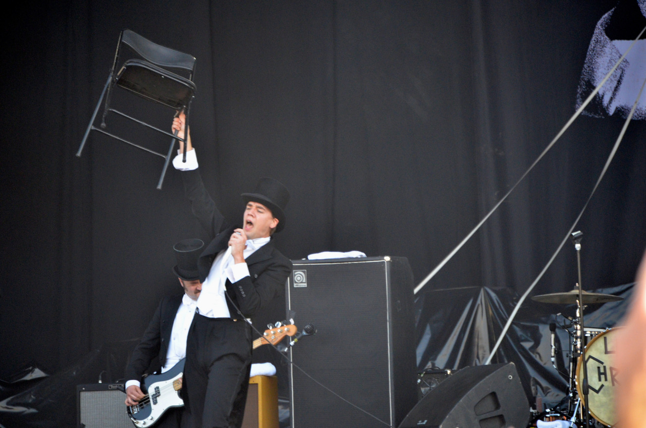 Howlin' Pelle Almqvist sacrifices a chair.