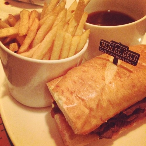 Yay!! French Dip sandwich for dinner. I miss American food!!!! So excited for my Sep visit!!! #NOMNOMNOM