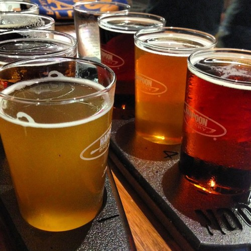 #beer tasting. It's what the #ruggedandrefined man would do on a rainy day @harpoonbrewery  (at Harpoon Riverbend Taps &a