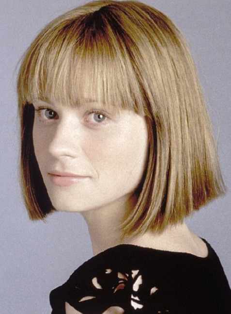 Here's a blonde-ish Zooey Deschanel giving us Jodie Foster vibez back in 2002. [via Nearly Vintage]
