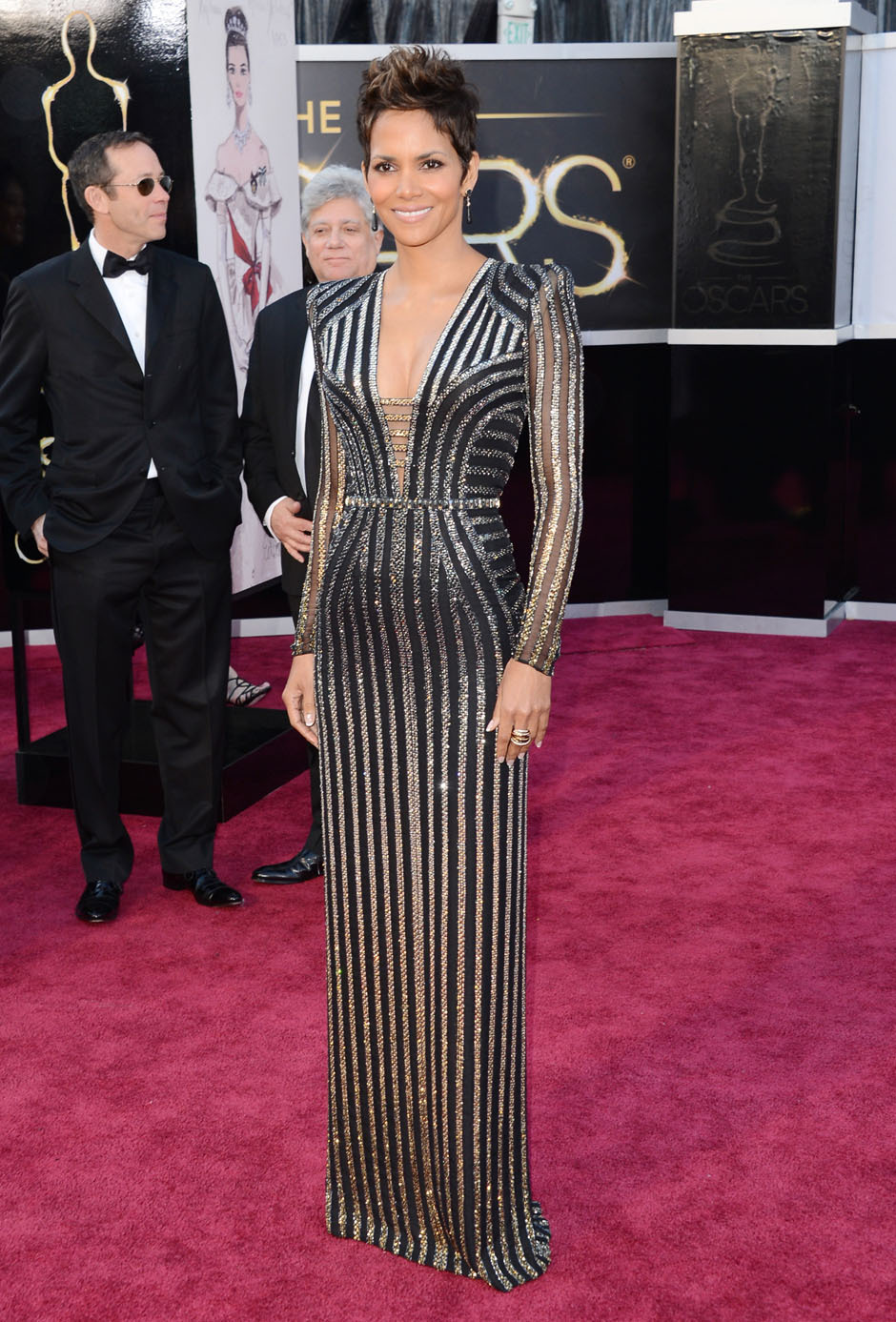 nparts:  Halle Berry arrives on the Oscars red carpet. Not as bad an effort as her Golden Globes gown, but still not great. (Jason Merritt/Getty Images)More: http://natpo.st/XzvSrs