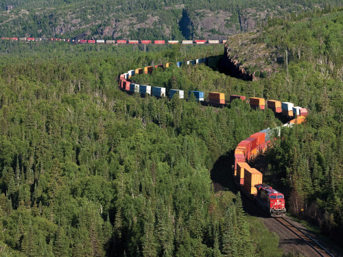 thebearsupthere:  Intermodal train in Northern Ontariohttp://www.cpr.ca