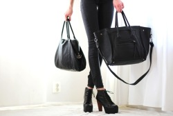 laceyfashionista:  JOIN MY GIVE AWAY HERE AND WIN A SATCHEL BAG