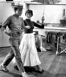 Dick Van Dyke and Julie Andrews rehearsing Jolly Holiday.