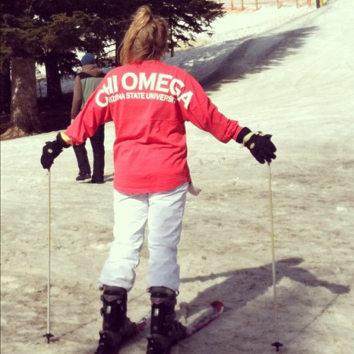 sororitysugar:  spirit jersey on the slopes!