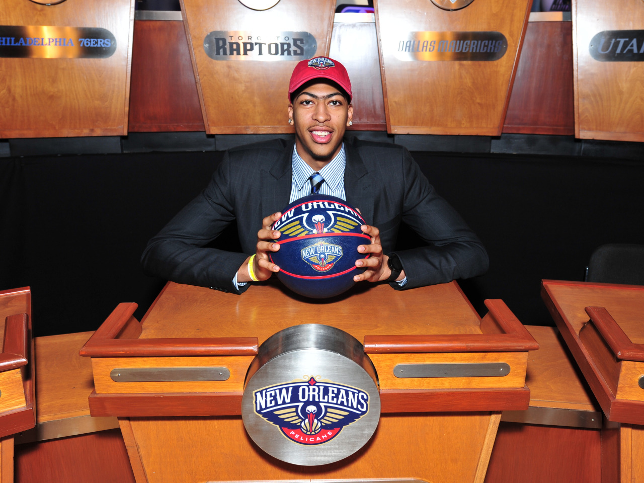 nba:  Anthony Davis of the New Orleans Pelicans poses for a photo prior to the 2013 NBA Draft Lottery on May 21, 2013 at the ABC News' 'Good Morning America' Times Square Studio in New York City.  (Photo by David Dow/NBAE via Getty Images)