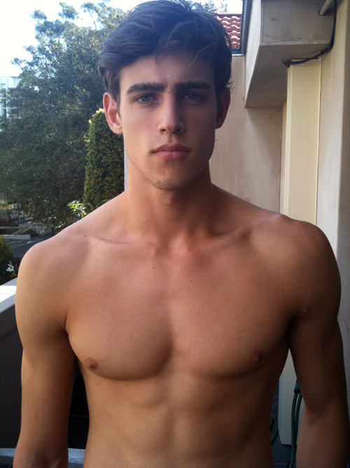 cuteguyss:  submitted by: http://marlenka-rm.tumblr.com/