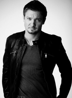 beautiful-actors:  Jeremy Renner  **FLAILS**