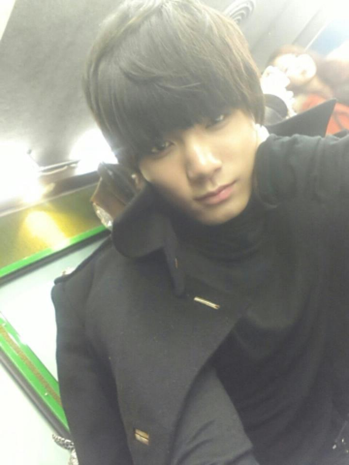 JR UPDATE:   인기가요 대기 중! 기다리고 있죠?   Waiting for Inkigayo! See you soon?