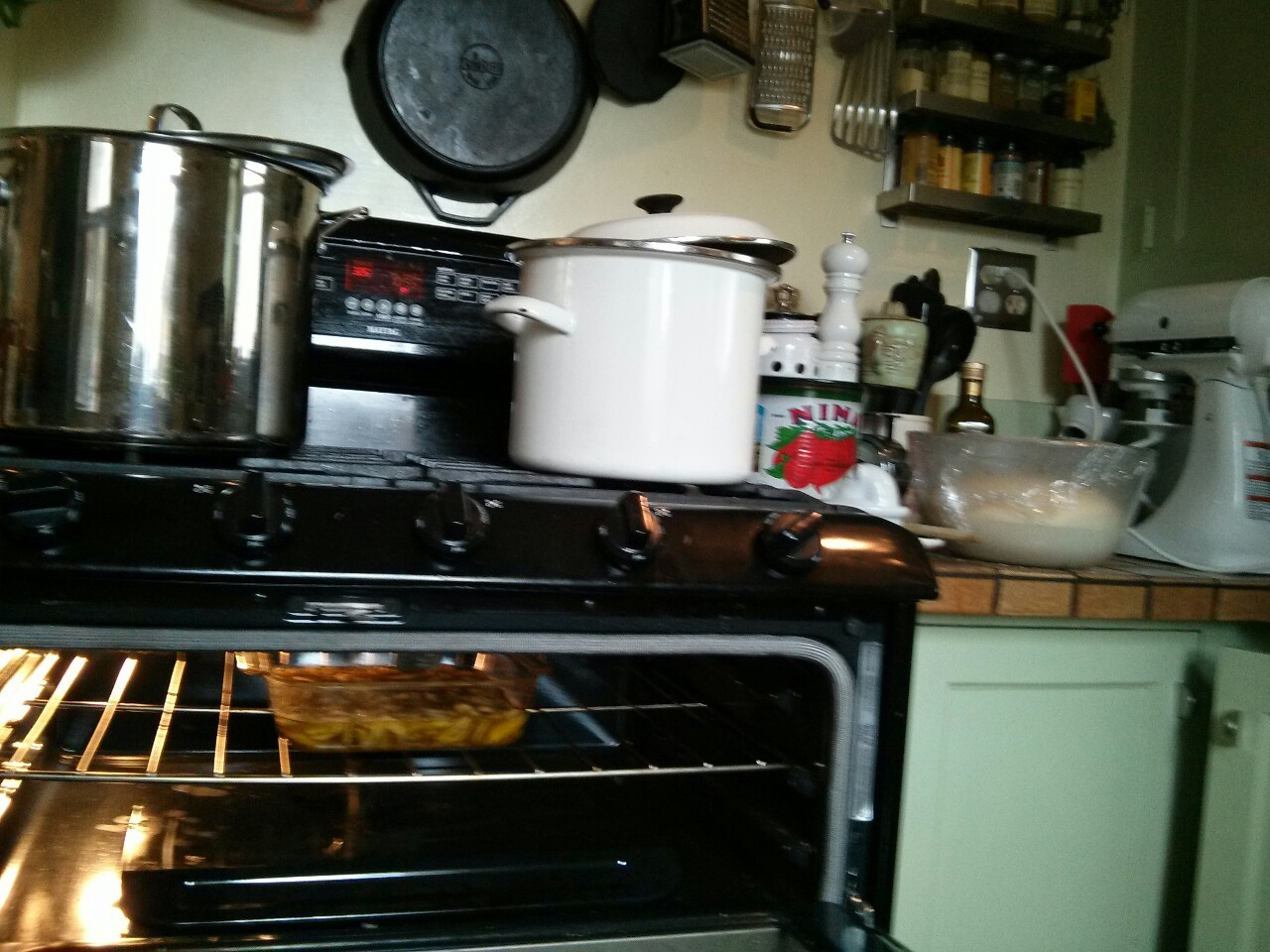 Bread rising, mojo de ajo simmering, veg stock boiling, sauce & meatballs are up next! Taking advantage of this LAST cold day-