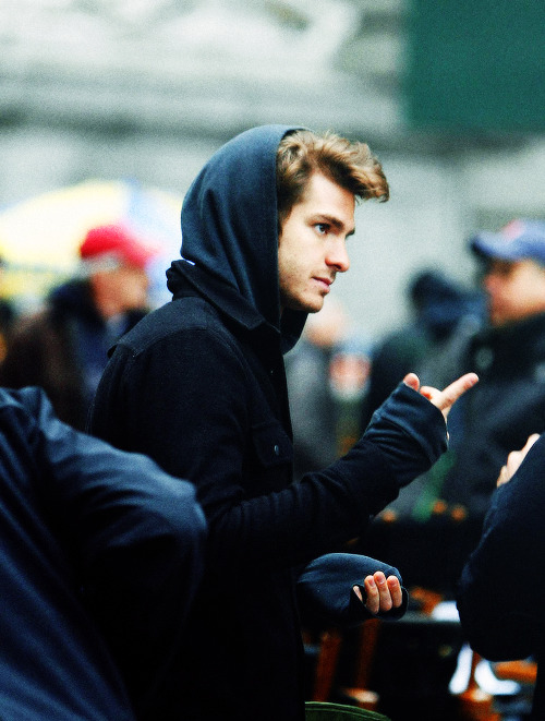 andrew garfield slowly grows a new hand