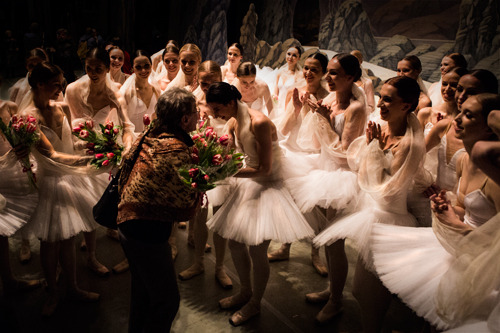 ele-bee:  Mariinsky corps dancers giving their flowers to a retiring ballet master, so touching. Photos by James Bort.