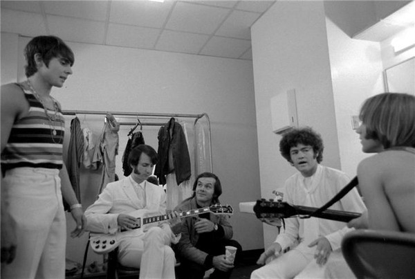 awesomepeoplehangingouttogether:  Jack Nicholson and The Monkees