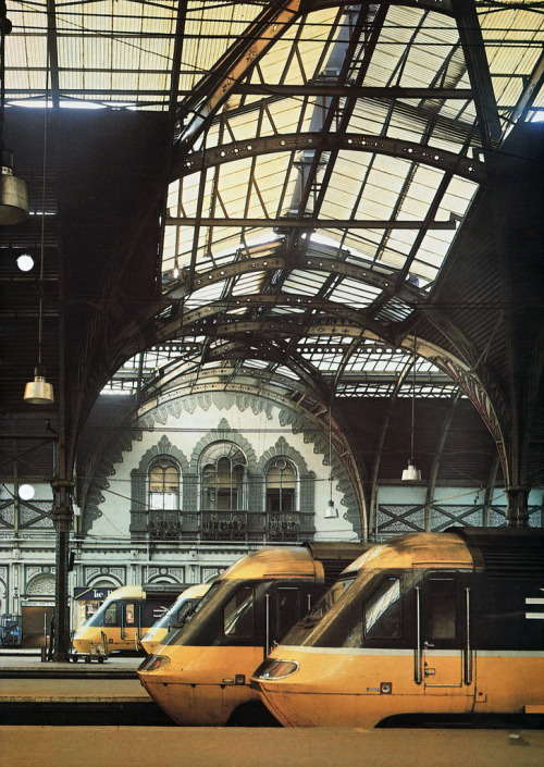 lightningtree:  Paddington Station, London. 1985. http://www.flickr.com/photos/smallritual/6269965990/in/photostream