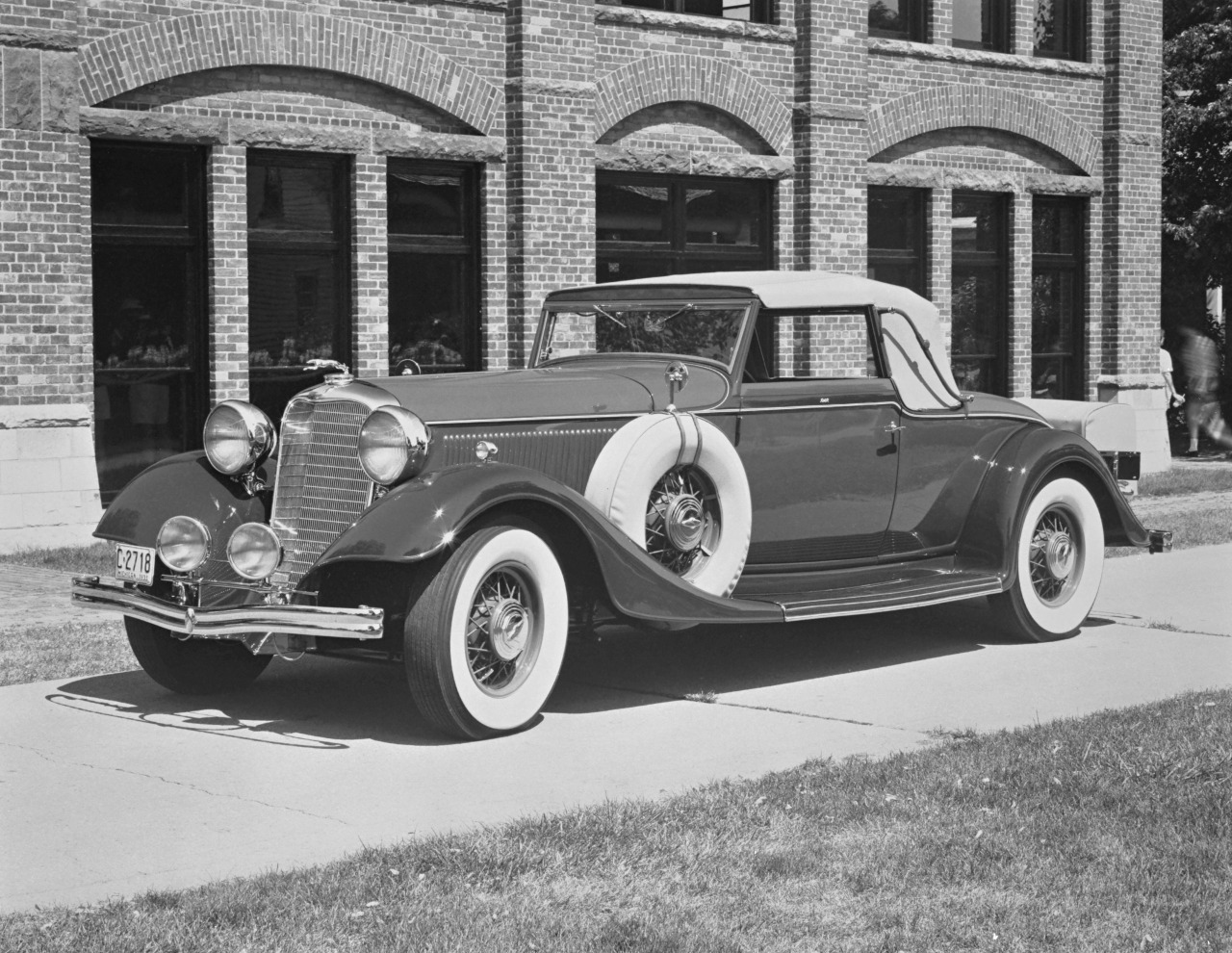 1933 Lincoln Dietrich Convertible Roadster