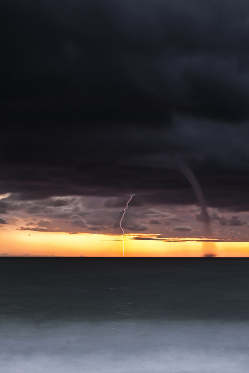 vurtual:  Storm approaching (by gianpaolo66)