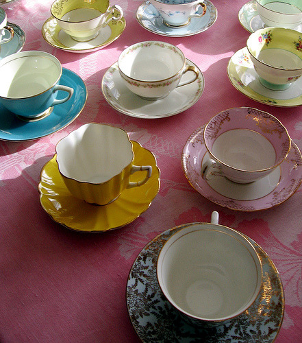 magpiefelyn:  Pretty teacups!