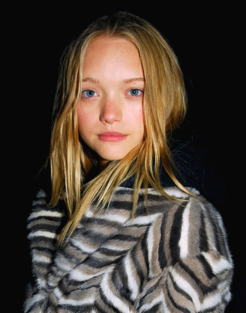 quick-cash:  Gemma Ward you're so cute