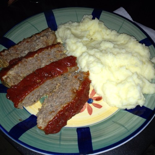 I can't imagine a better meal than meatloaf and homemade mashed potatoes #ohsogood #delicious #soulfood #Itis #food #yummy #Nom #foodie #whatsfordinner #foodporn🍴