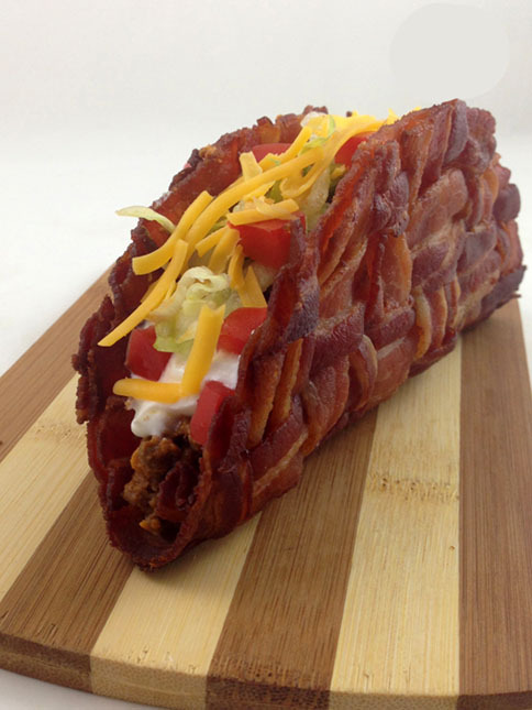 mittens-romnibus:  Bacon weave taco *o*  The Dorito taco sounds disGET THE FUCK OUT OF MY HOUSE, BETH.