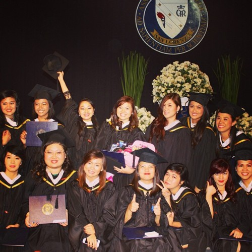 Congrats, girls! 🎓 We made it! ☺ @donnamarietorres @magnomariz @aikaishibashi @denavis @tinngucci